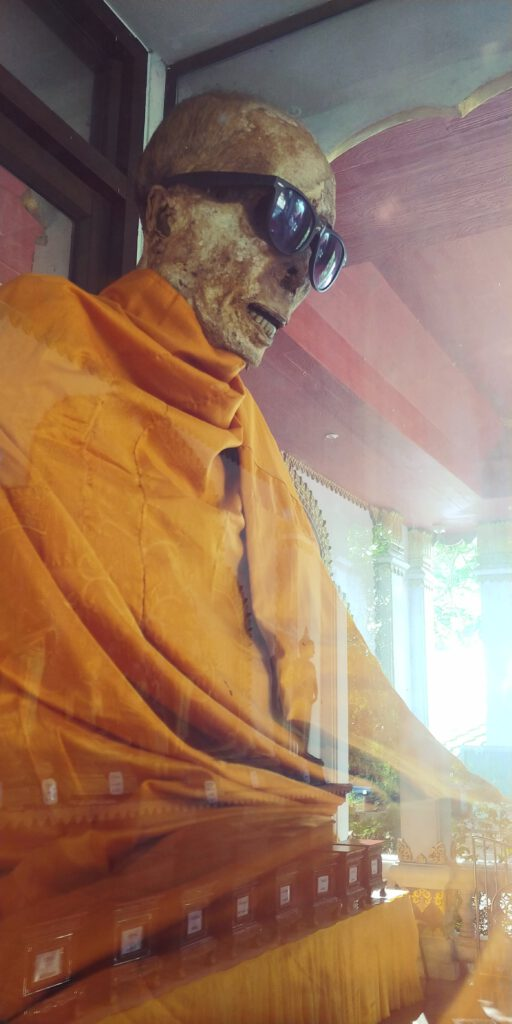 zmumifikowany mnich na koh samui