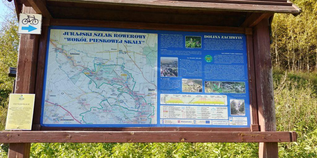 Tablica informacyjna przy wjeździe do doliny zachwytu