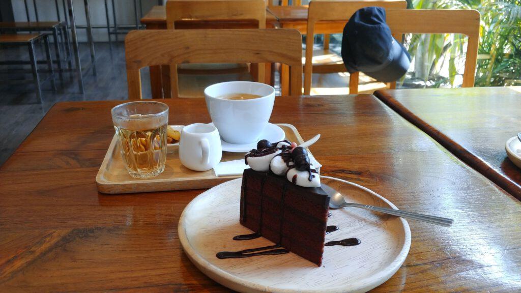 Bang Krachao kawiarnia ciastko czekoladowe kawa