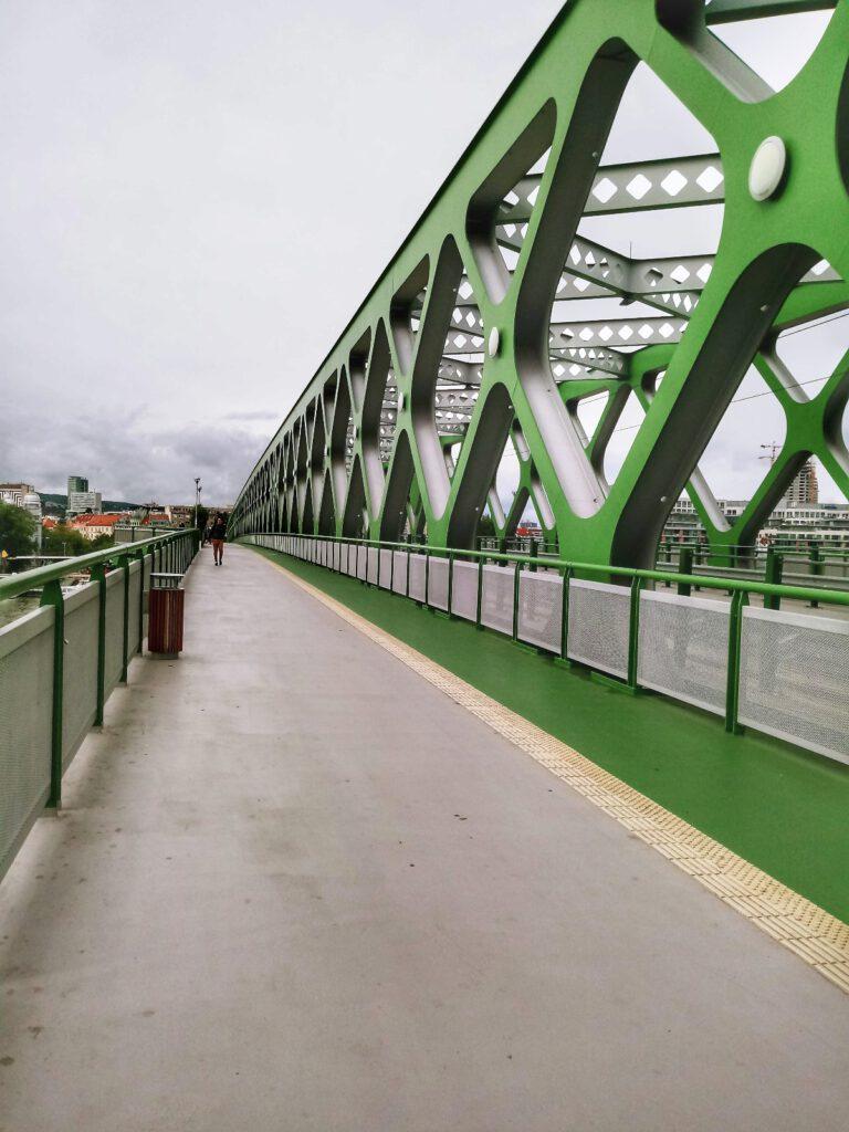 zielony most nad dunajem