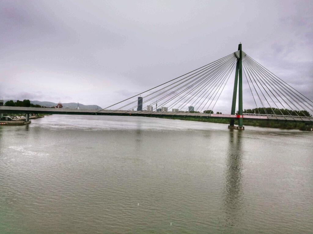 Most w wiedniu nad dunajem