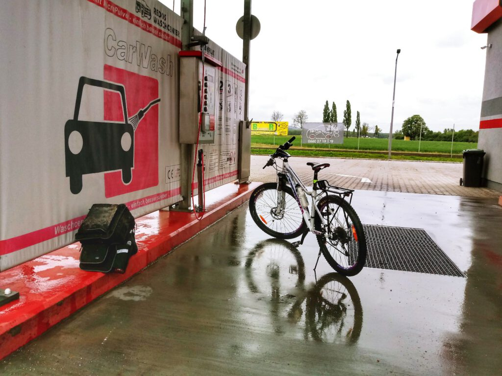 rower na myjni samochodowej