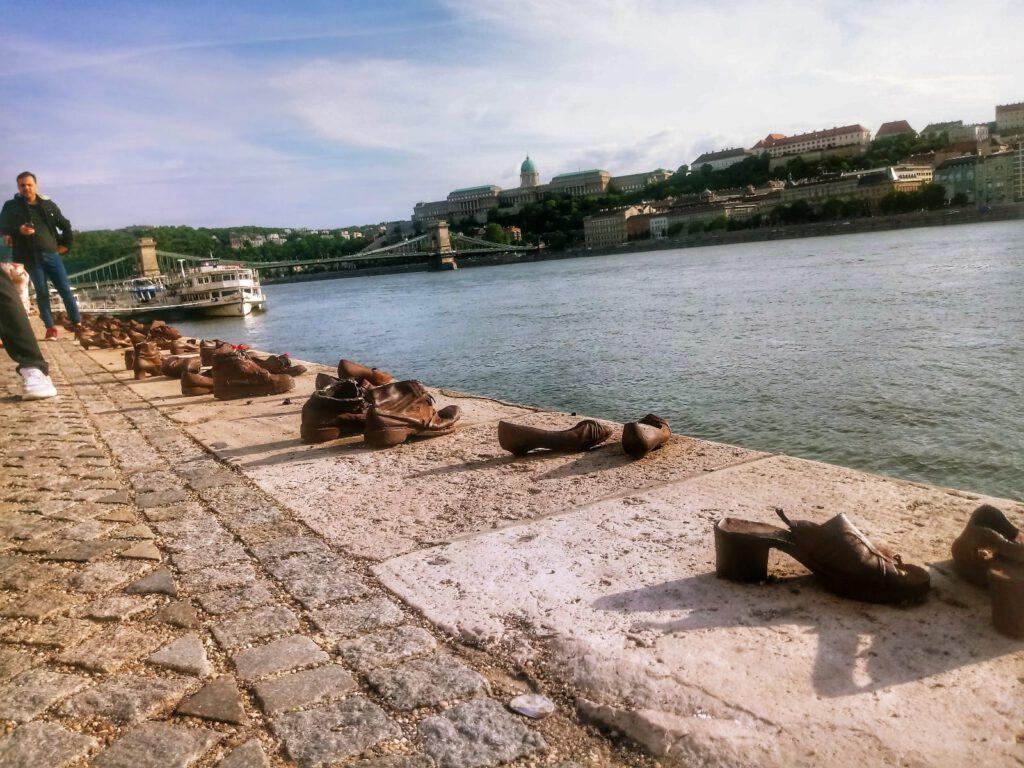 Buty nad brzegiem Dunaju w Budapeszcie