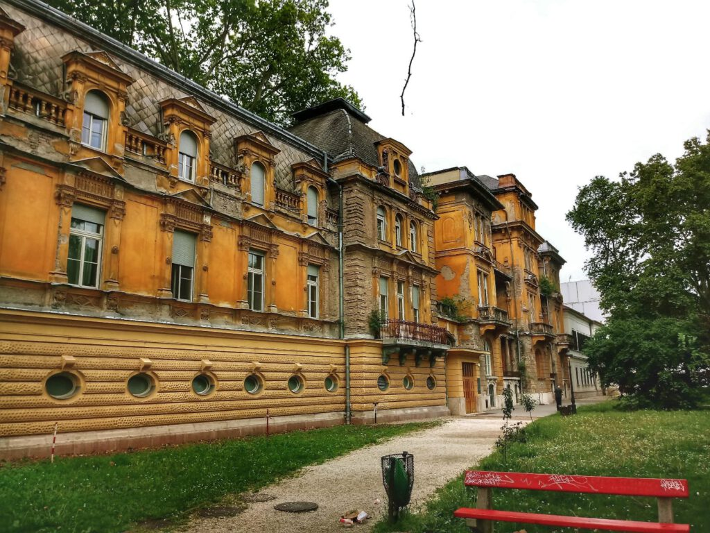 Łaźnie Lukács w Budapeszcie. Budynek