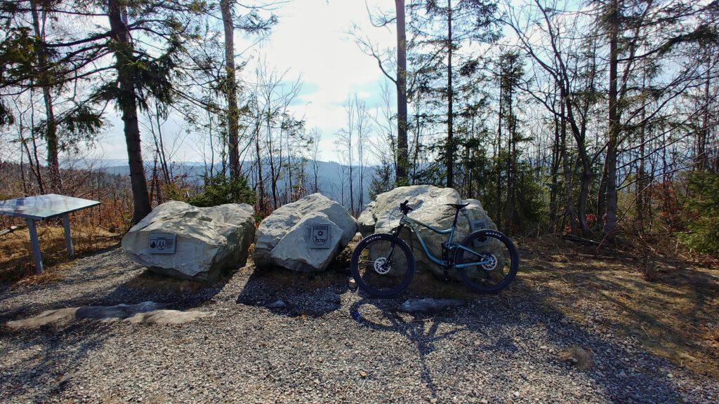 trzy Kamienie na Trzech Kopcach Wiślańskich