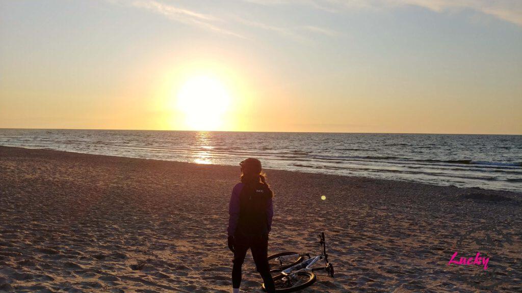 osoba na plaży