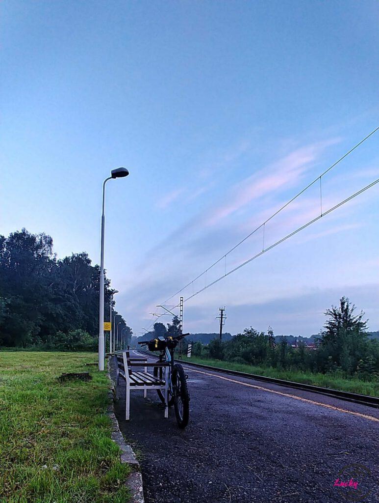 rower opart na ławce