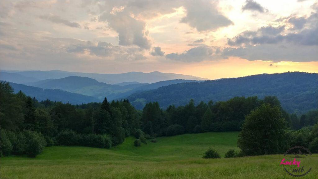 zachód słońca w górach